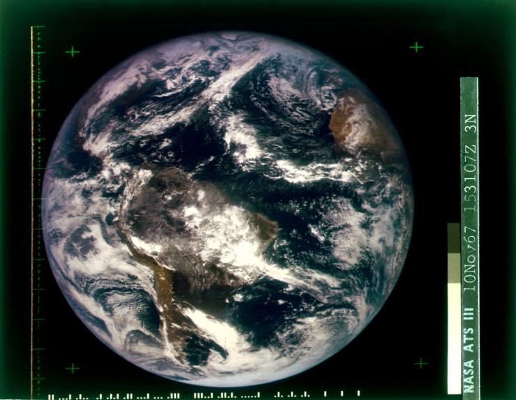 Imagem produzida pelo satélite ATS-3 da NASA. Fonte: bit.ly/2isszqy